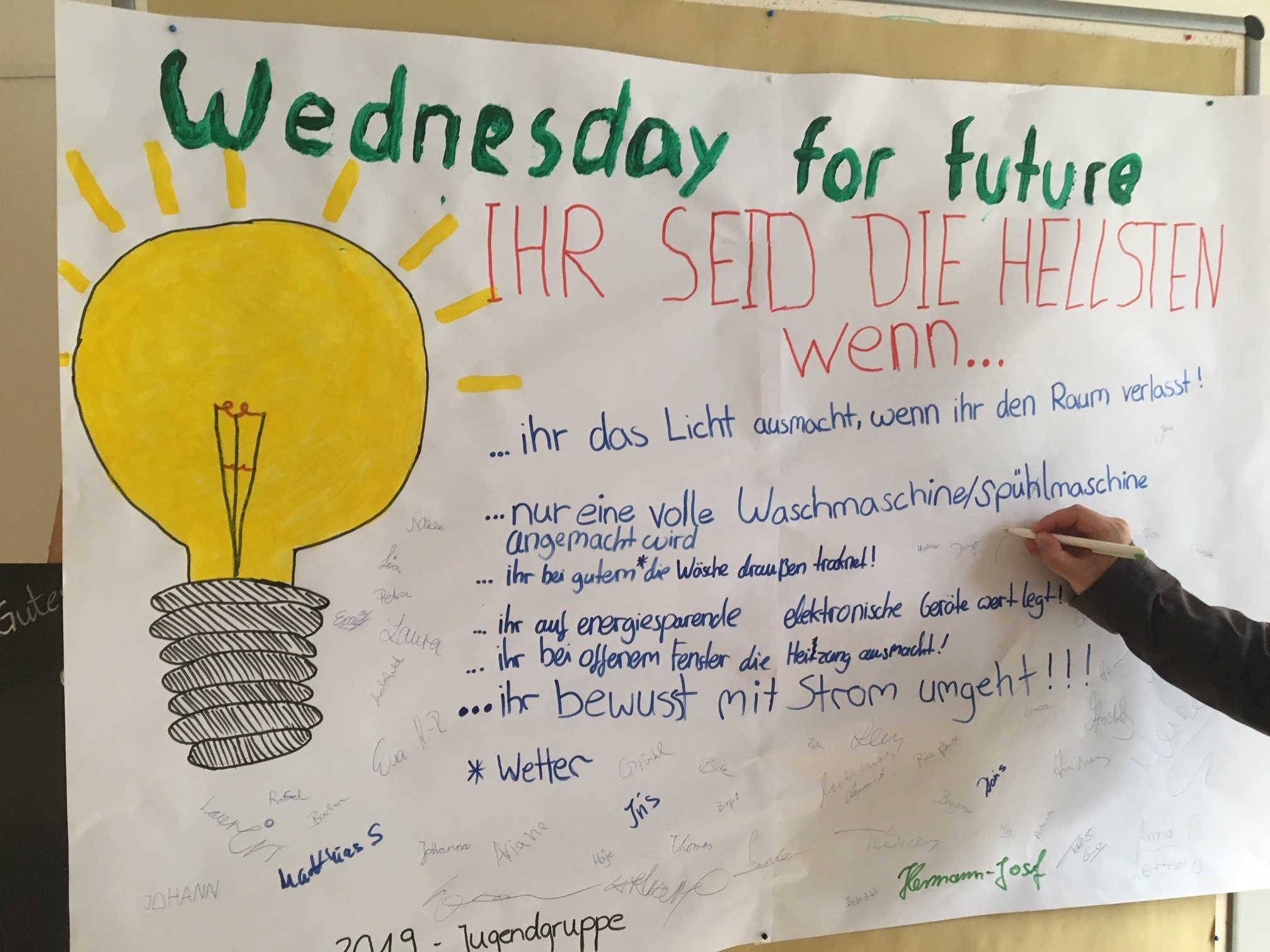 Plakat der Jugendgruppe in der Karwoche, die alle tage à la Fridays for Future gestalten: gestern war Wednesday for future